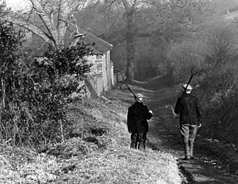 George Royal (right) and Fred Hodgkinson in Hogden Lane (Ranmore Archive). (Ranmore Archive)