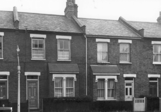 Nos 84 and 82 Nelson Grove Road in 1963, probably little changed since 1915. Part of No 86 where the Gales lived is to the left (R W Sims, Merton Libraries)