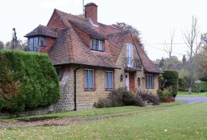 Little Leat Cottage by Sir Edwin Lutyans, similar style to Tigbourne Court Cottage, courtesy Geograph, Stefan Czapski