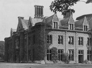 """Lee Priory House, Littlebourne, Kent before its demolition in the 1950s. Photo courtesy Matthew Beckett, """"England's Lost Country Houses""""(www.lostheritage.org.uk)"""