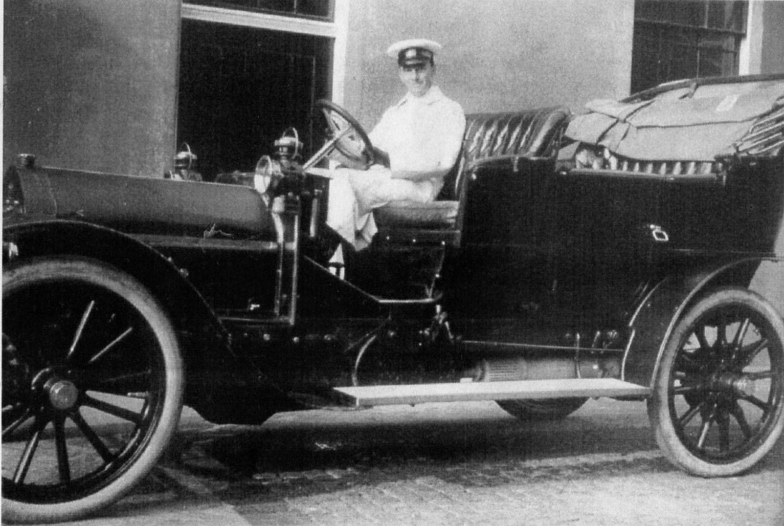 e Denbies motor fleet, with Arthur Carr, probably the senior chauffeur In Ernest Baker's day, Ranmore