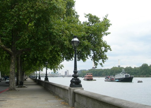 Chelsea Embnkment between the River Thames and Battersea Park, Geograph Danny